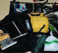 вещи на чемодане