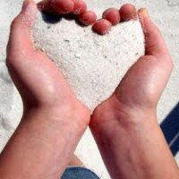 песок в ладошках