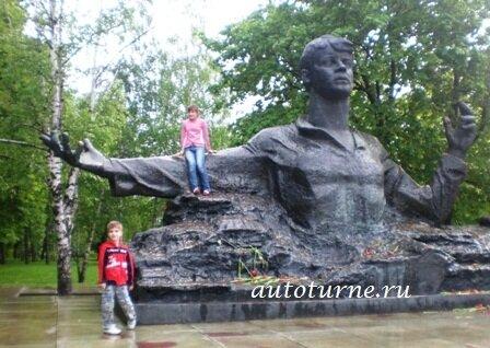 Памятник Есенину в городе Рязань