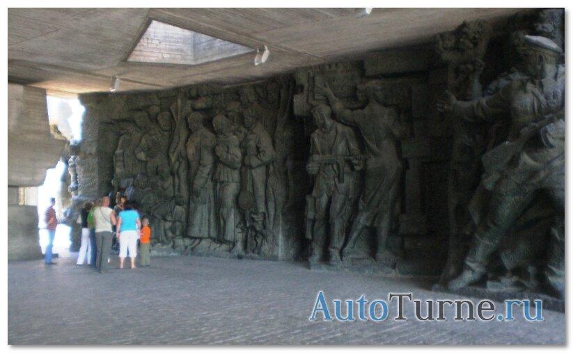 ukraina-partizanskaja-obelisk-muzeja-vov