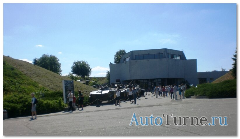 voennaaj-tehnika-vozle-muzeja-vov-kiev